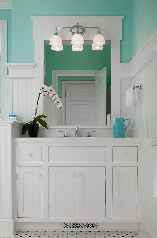 Beach cottage with colorful interiors home bunch for Sea green bathroom ideas