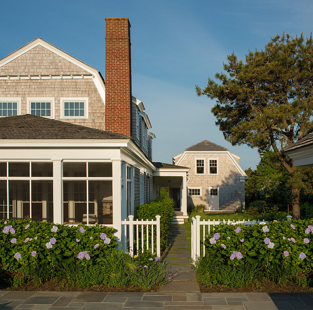 Martha S Vineyard Shingle Cottage With Coastal Interiors