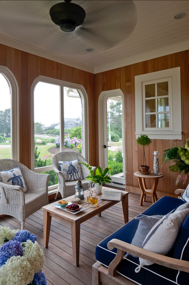 Sunroom. Welcoming Coastal Sunroom. #Sunroom #CoastalDecor #Patio