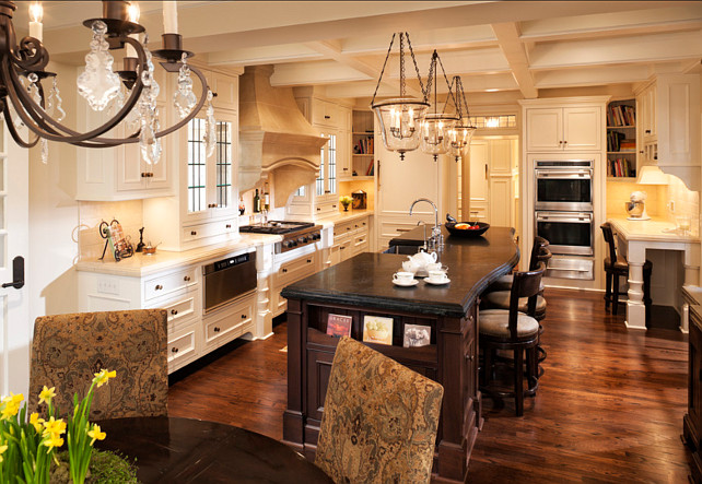 Traditional off white kitchen design home bunch interior design ideas Kitchen design off white cabinets