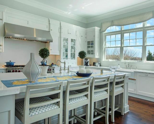 Kitchen Island. This kitchen island offer plenty of space for quick meals and workspace. #KitchenIsland #KitchenDesign #Kitchen