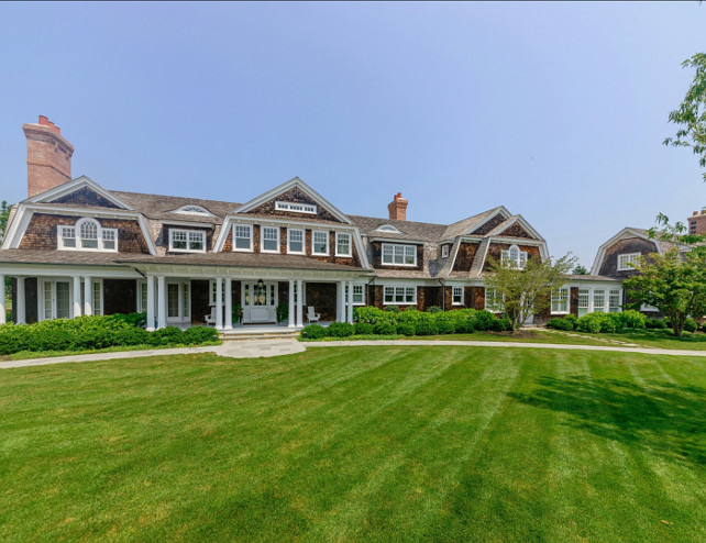 Classic Hamptons Beach House for sale. Do you have $29MIL? Me neigther, but we can still dream. Click to see the rest of this gorgeous home! #HouseTour #RealEstate #Hamptons