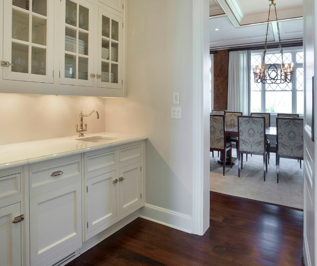 Butler's Pantry. Classic Butler's Pantry Design. This Butler's Pantry has the ideal space! #ButlersPantry #Pantry