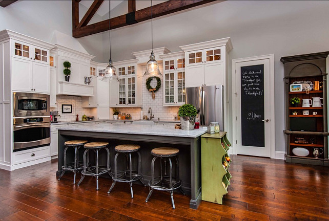 Benjamin Mooore Kitchen Paint Color. Kitchen is painted Gray Owl, OC-52 Benjamin Moore. #BenjaminMoore #GrayOwl OC52 #PaintColor