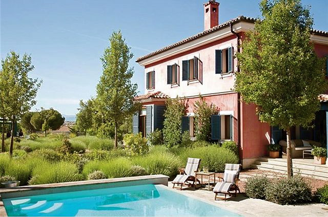 Located In Spain, This House Blends The Perfect Harmony Of Beautiful  Architecture And Decor. The Exterior Remind Us Of A Tuscan Villa With  Interiors That ...