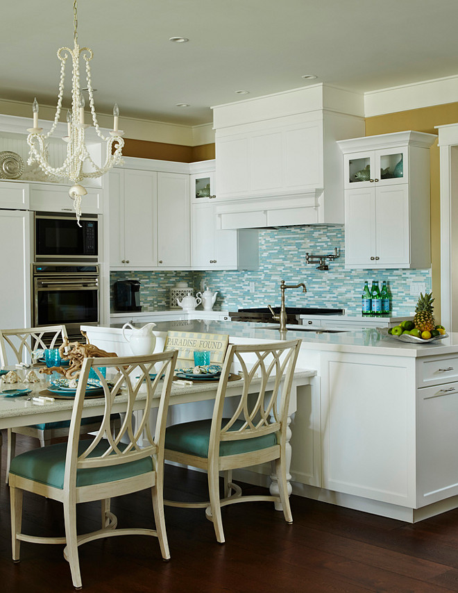 Turqoise Kitchen: Beach House Kitchen With Turquoise Decor