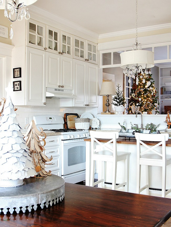 White Kitchen Christmas Decor. White Kitchen with Christmas Decor. White Kitchen Christmas Decor. White Kitchen Christmas Decor Ideas. White Kitchen Christmas Decor. #WhiteKitchen #ChristmasDecor Thistlewood Farms.