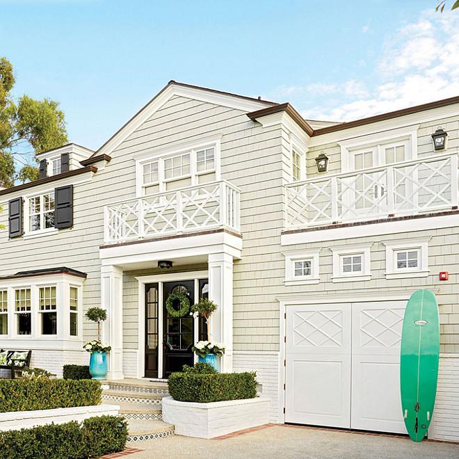 Beach House Christmas Decor Ideas. Exterior Beach House Christmas Decor. Beach House Christmas Decor. #BeachHouse #ChristmasDecor Waterleaf Interiors.