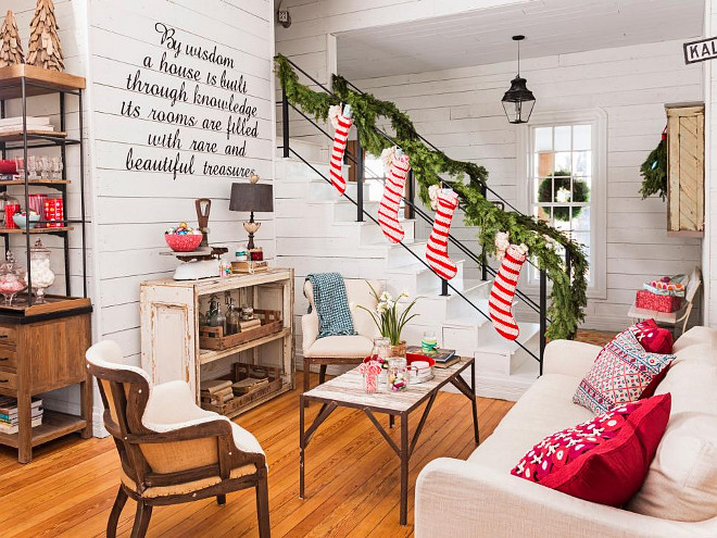 Christmas Cottage. Christmas Cottage Living Room. Christmas Cottage Living Room Decor. Christmas Cottage Living Room Ideas. #Christmas #Cottage #LivingRoom HGTV