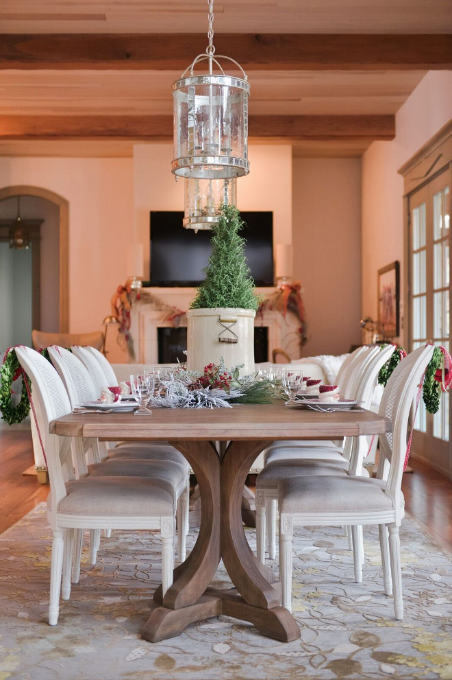Christmas Dining Room. Christmas Dining Room Decor. Christmas Dining Room Decorating Ideas. Christmas Dining Room Decor. #Christmas #DiningRoom #Decor #ChristmasDecor Gatehouse No.1.