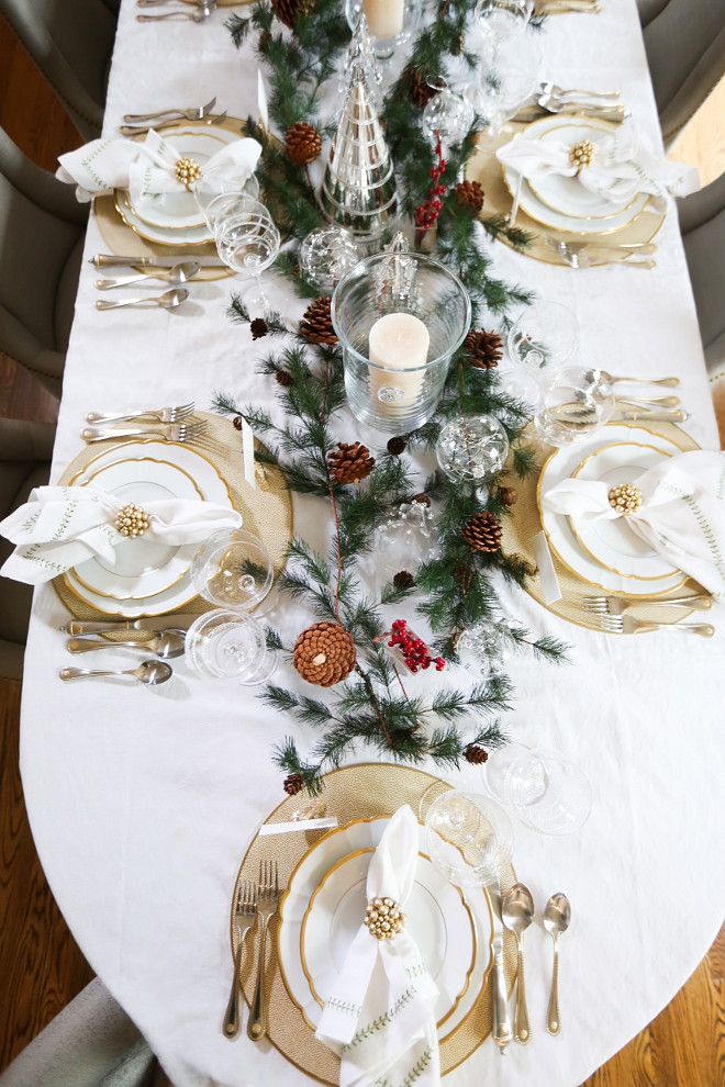 Christmas Dinner Table Setting. Christmas Dinner Table Setting Pictures. Step-by-step Christmas Dinner Table Setting. #ChristmasDinner #TableSetting Fashionable Hostess.