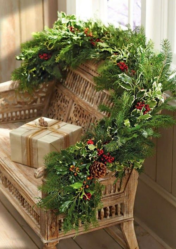 Christmas Foyer Bench Decor Ideas. #Christmas #Foyer #Bench Via Belgian Pearls.