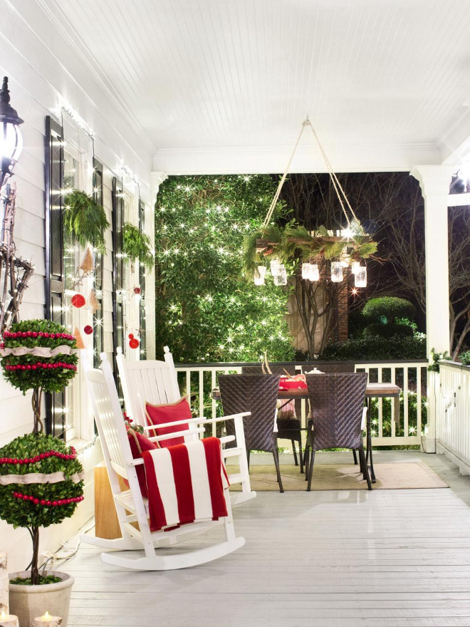 Christmas Front Porch Decor. Traditional Christmas Front Porch Decor Ideas. Christmas Front Porch Decorating Ideas. #Christmas #FrontPorch #Decor #OutdoorChristmas Via HGTV