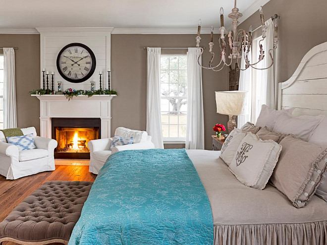 Christmas Master Bedroom. Master Bedroom Christmas. Master Bedroom Christmas Decor. Master Bedroom Christmas Ideas. #MasterBedroom #Christmas HGTV
