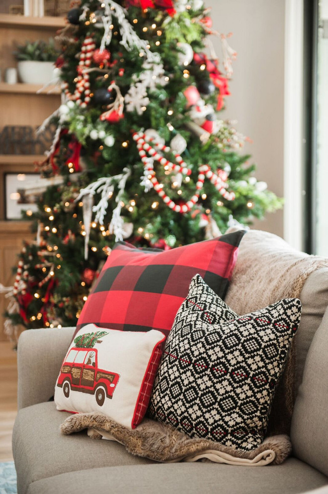 Christmas Pillows. Christmas Pillow Combo. Christmas Pillow Ideas. Decorating your living room with Christmas Pillows. #ChristmasPillows Gatehouse No.1.