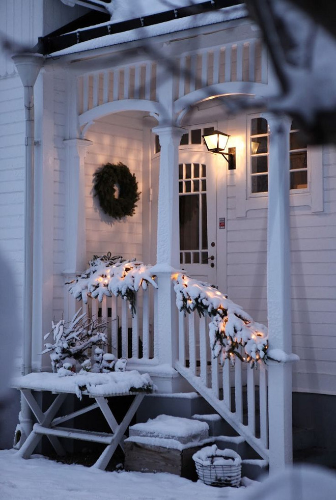 Christmas Porch Decor. Christmas Porch Decorating Ideas. #Christmas #Porch #Decor Via Lilla Villa Vita.
