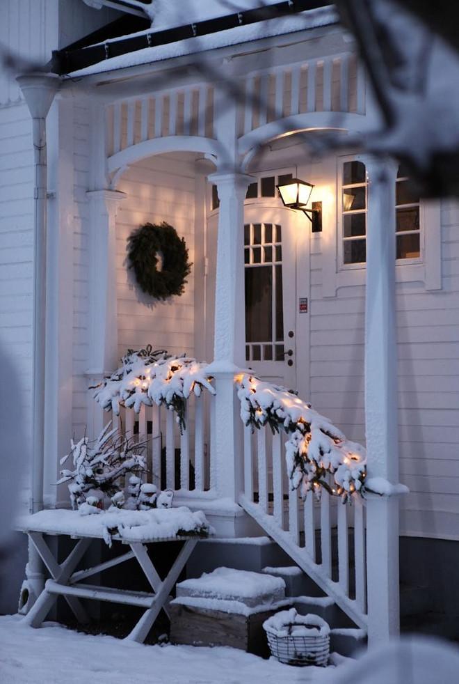 Christmas Porch Decor. Christmas Porch Decorating Ideas. #Christmas #Porch #Decor Via Lilla Villa Vita.