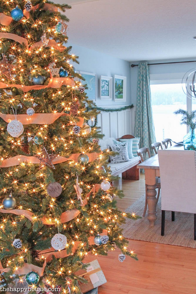 Dining Room Christmas Tree. Dining Room Christmas Tree Ideas. Dining Room Christmas Tree Decor. Dining Room Christmas Tree. #DiningRoom #ChristmasTree The Happy Housie.