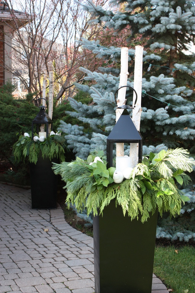 Easy Christmas Planter Ideas. I am doing this during this winter! Rivercroft Interiors