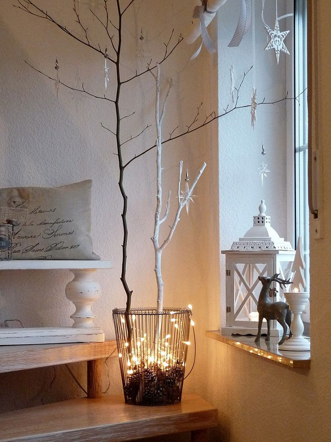 Free Christmas Decorating Ideas. Free Christmas Decor. #ChristmasDecor Via Salad Days.