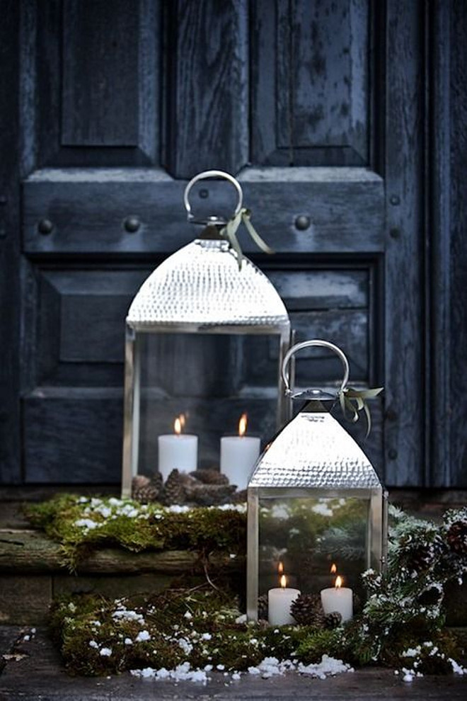 Front Door Christmas Lanten Decor Ideas. #Door #Lantern #Christmas Via Belgian Pearls.