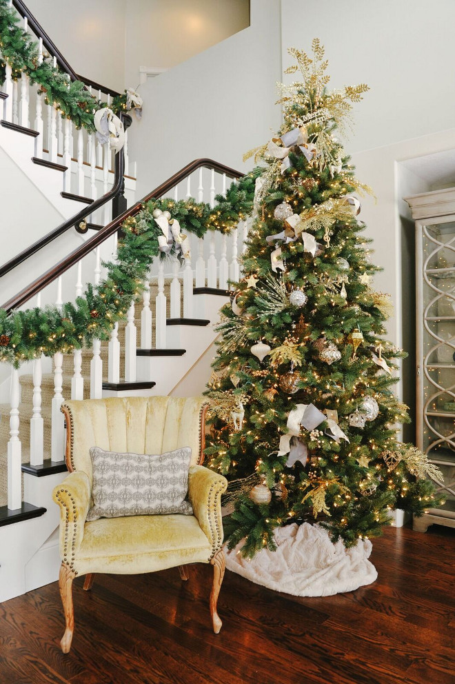 Gold and white Christmas Tree. Christmas Tree with gold and white decor. #ChristmasTree #GoldChristmas #WhiteChristmas #ChristmasDecor #Christmas Gatehouse No.1.