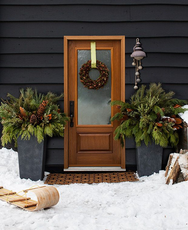Rustic Christmas Outdoor Decor. Outdoor Christmas. Outdoor Christmas Style Ideas. Outdoor Christmas Decor. Outdoor Christmas Front porch. #Outdoor #Christmas House & Home.