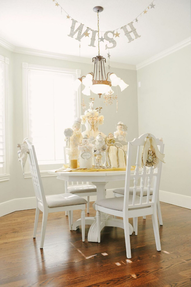 Small Dining Room Christmas Decor Ideas. #smallDiningroom #Chirstmas #ChristmasDecor #Christmas Gatehouse No.1.