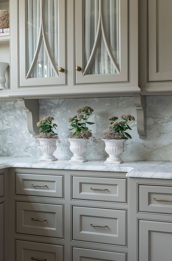 Revere Pewter Benjamin Moore cabinet paint color. Revere Pewter Benjamin Moore HC-172. Revere Pewter Benjamin Moore HC-172 kitchen cabinet paint color. #ReverePewterBenjaminMoore BenjaminMooreHC172 #BMReverePewter #BMHC172 #ReverePewter #kitchen #Cabinet #paintcolor #BenjaminMoorePaintcolors Taste Design Inc.