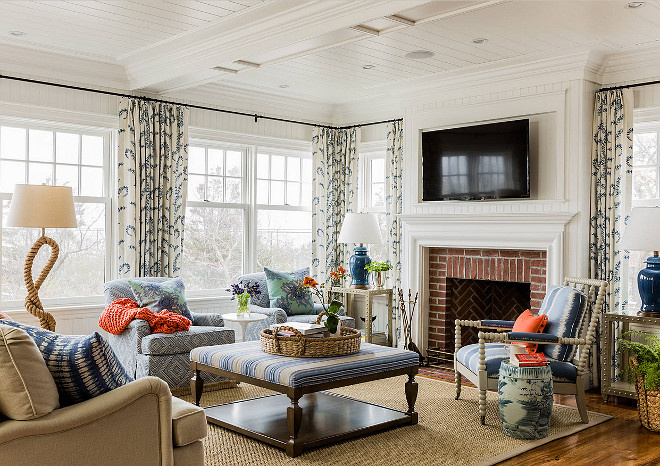 Beach House with Coastal Interiors - Home Bunch Interior Design Ideas