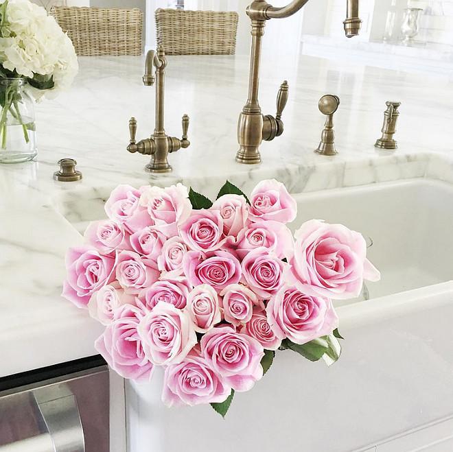 Kitchen Farmhouse Sink. White Kitchen Farmhouse Sink. Kitchen Farmhouse Sink with flower in it. #KitchenFarmhouseSink #WhiteKitchenFarmhouseSink #FarmhouseSink #WhiteFarmhouseSink Rachel Parcell. Pink Peonies.