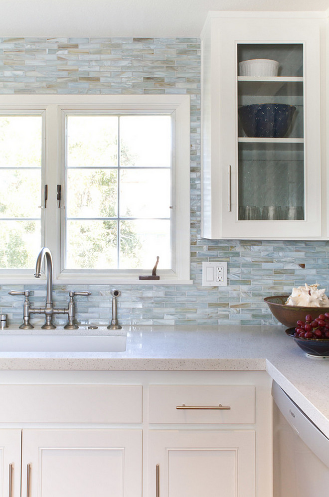 light kitchen backsplash tile