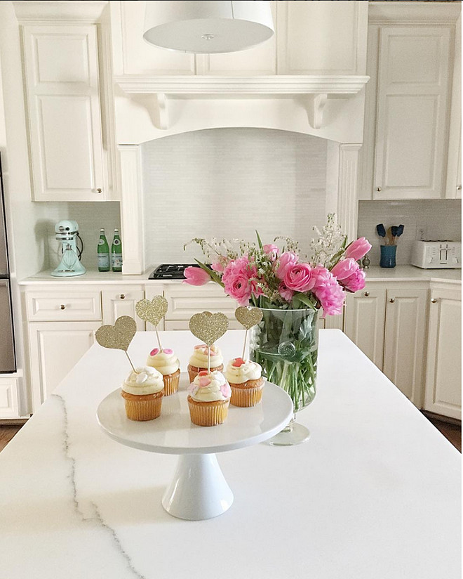 Kitchen painted in Benjamin Moore White Dove OC-17 with white marble countertop. Benjamin Moore White Dove OC-17 #BenjaminMooreWhiteDoveOC17 #WhiteKitchenBenjaminMooreWhiteDoveOC17 Fashionable Hostess.
