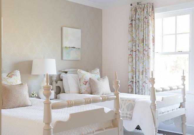 Neutral kids shared bedroom. Neutral kids bedroom. #NeutralBedroom  Dalia Canora Design.