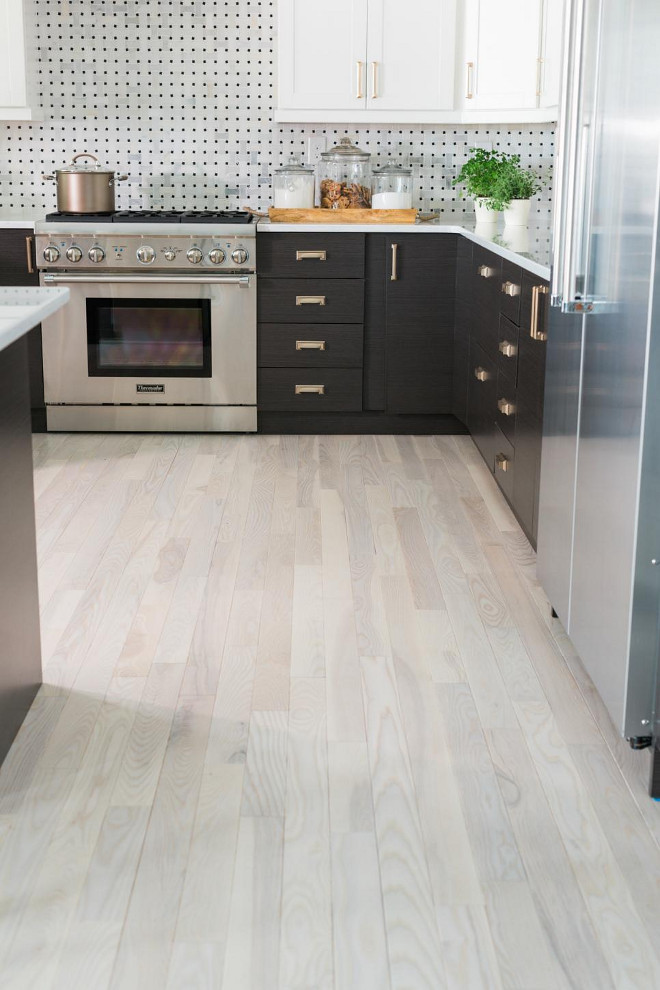 Two-toned Kitchen. Two-toned Kitchen Backsplash. Two-toned Kitchen Flooring. Two-toned Kitchen Hardware. Two-toned Kitchen Ideas #TwotonedKitchen