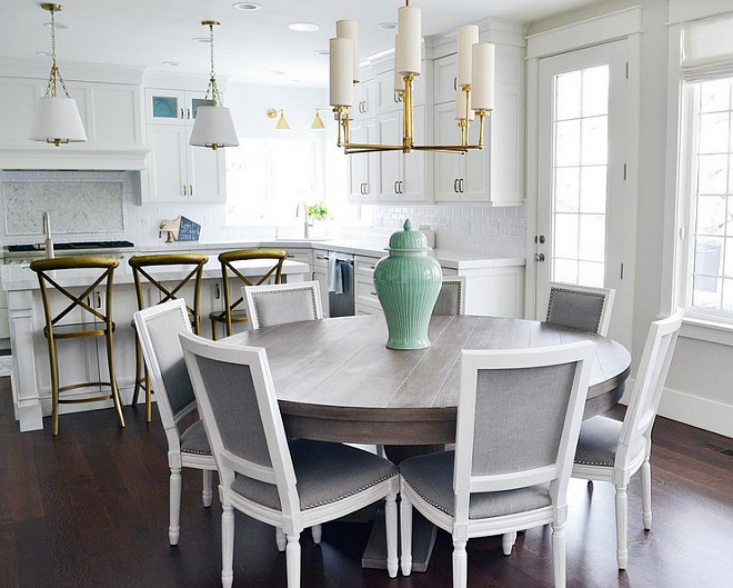 Kitchen brass lighting. Kitchen brass lighting ideas. Pendant lighting and chandelier in brass. Kitchen brass lighting #Kitchenbrasslighting Sita Montgomery Interiors
