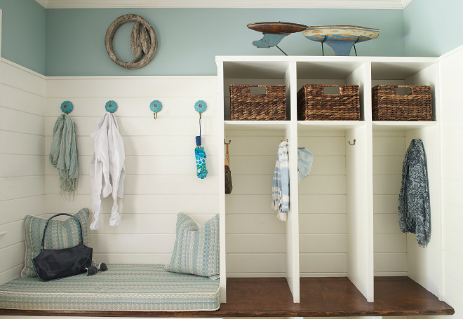 Open Lockers Mudroom, Mudroom with open lockers, shelves and bench #Mudroom #MudroomLockers #MudroomOpenLockers #MudroomShelves #MudroomBench Dalia Canora Design