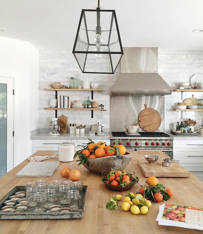 Farmhouse kitchen. Farmhouse kitchen Ideas. Beautiful Farmhouse kitchen. #Farmhousekitchen #FarmhousekitchenIdeas #FarmhousekitchenDecor #Farmhousekitchens Heather Bullard.