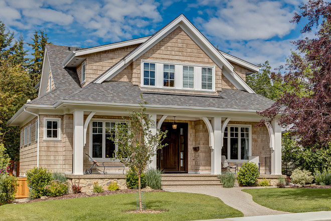 Ranch style homes with front porches House brackets