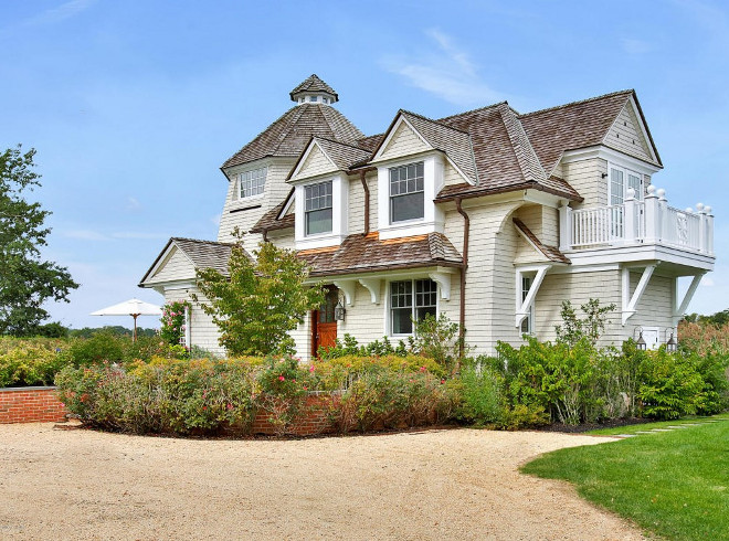 Classic shingle style home for sale home bunch interior for Classic guest house