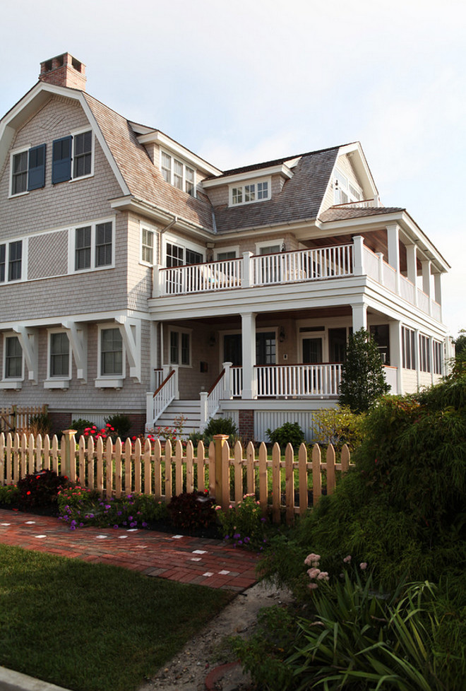 Shingle beach house with picket fence. #Shingle home #PicketFence Asher Associates Architects