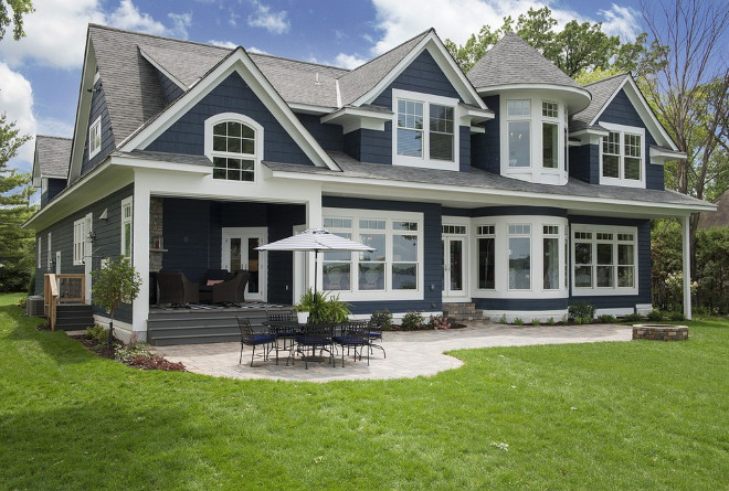 Blue and white home exterior. Blue and white home exterior paint color. Blue and white home exterior paint color is Benjamin Moore Hale Navy and Benjamin Moore White Dove. Blue and white home exterior. Blue and white home exterior #Blueandwhitehomeexteriorpaintcolor