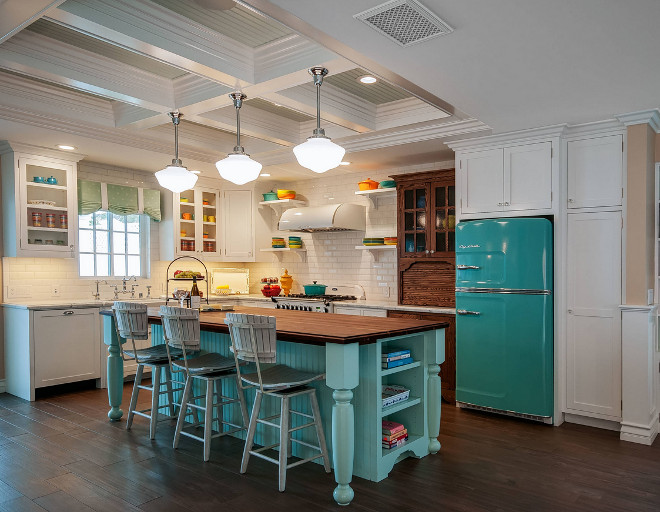 Miraculous Retro Beach Kitchen Style Home Bunch Interior Design Ideas Largest Home Design Picture Inspirations Pitcheantrous