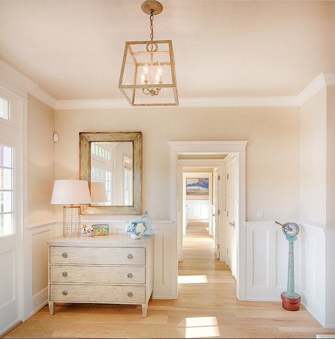 Martha s vineyard shingle cottage with coastal interiors for Beach cottage interior colors