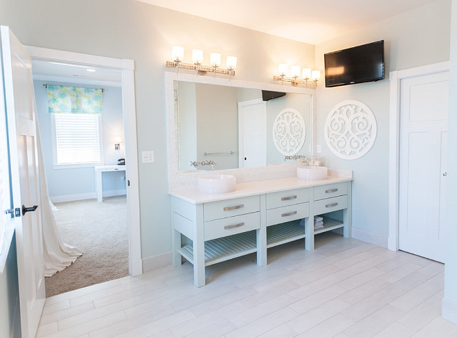 The master bathroom uses a very soothing wall paint color, Glidden Soft Cloud. Glidden Soft Cloud. Soft bathroom paint color ideas. Bathroom spa-like paint color Glidden Soft Cloud #GliddenSoftCloud