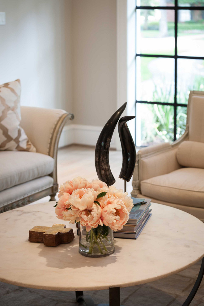 Coffee Table decorating tips. Coffee Table decorating tips and ideas. Coffee Table decorating tips #CoffeeTabledecoratingTips #CoffeeTabledecoratingIdeas #CoffeeTabledecor Elizabeth Garrett Interiors
