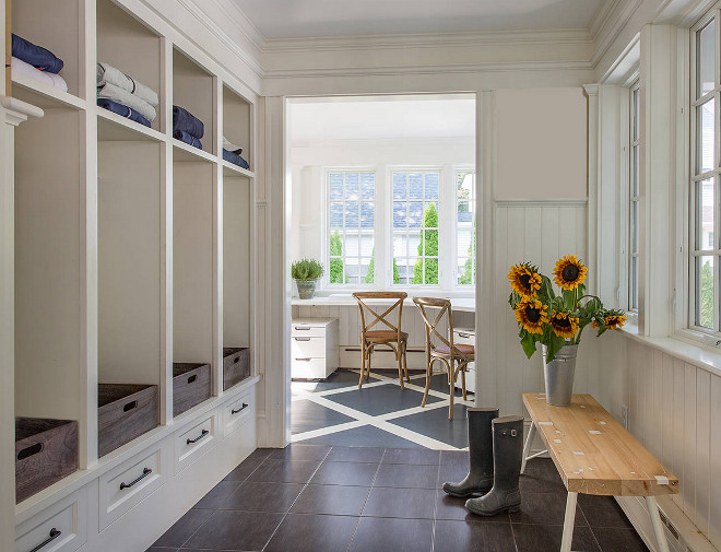 Interior design ideas home bunch interior design ideas for Farmhouse mudroom ideas