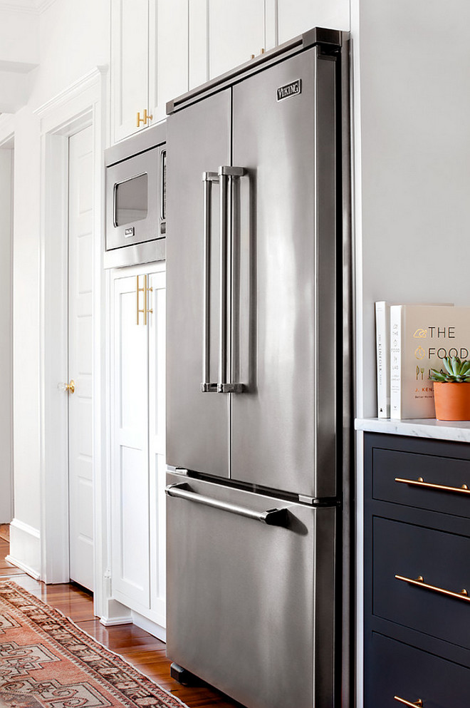 Custom Kitchen Cabinet Fridge size. The Viking refrigerator fits perfectly in the custom shaker style cabinets. #fridge #customcabinet #fridgesize #kitchencabinetsize #refrigerator #shakercabinets Elizabeth Lawson Design