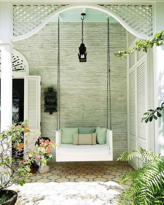 Swing. Porch Swing. Porch swing ideas. #Porch #swing #PorchSwing Kemble Interiors. Via COCOCOZY Instagram.