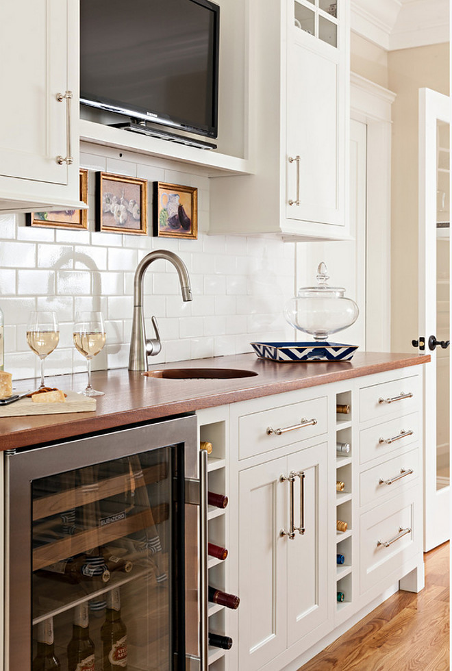 Kitchen bar cabinet. Adding a bar cabinet in your kitchen is perfect when your dining room is located in the kitchen area. A wet bar in the kitchen serves butler's pantry as well. #Kitchen #bar Cabinet #wetbar #butlerspantry Violandi + Warner Interiors